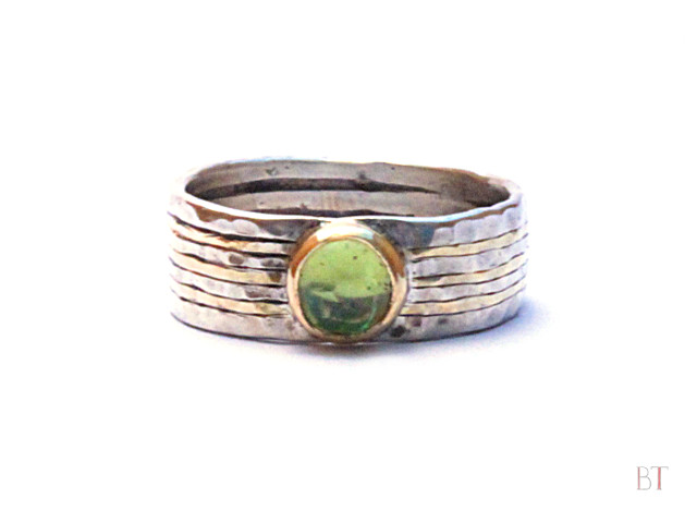 [Hammered Ring] – Sterling Silver, 18 Carat Gold, Peridot