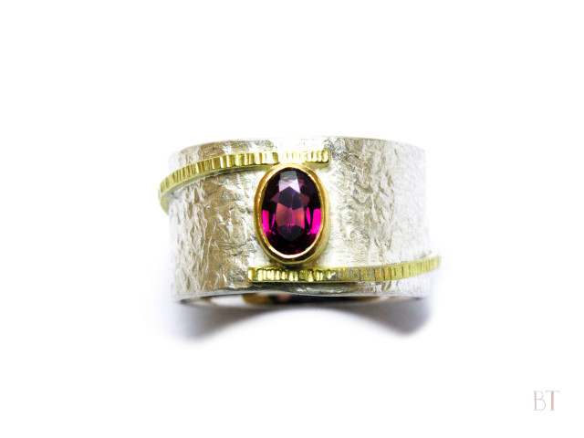 [Lode Ring] – Sterling Silver, 18ct Gold, Antique Pink Sapphire